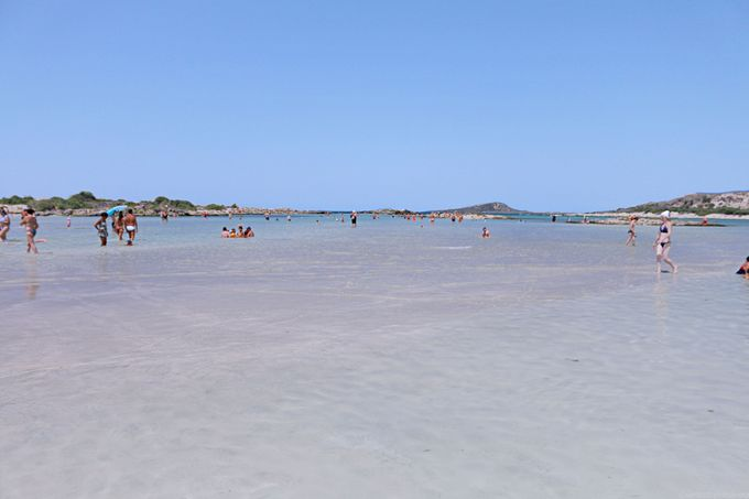 遠浅で温かなエラフォニシビーチ