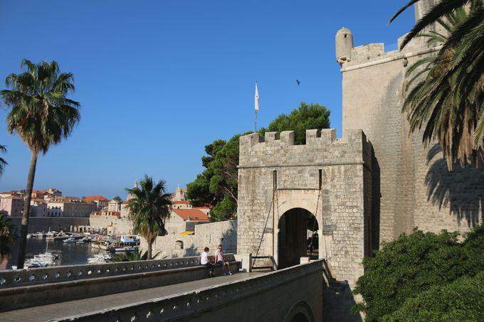 午後:城壁の遊歩道で旧市街を一周しよう