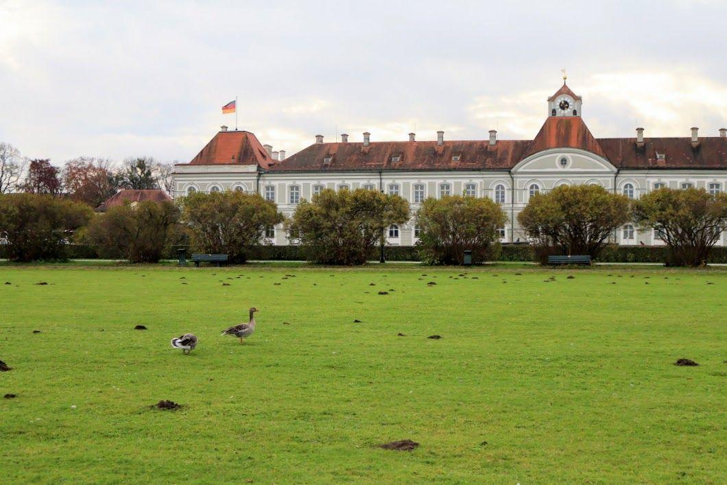 午後1時:トラムに乗ってニンフェンブルク宮殿へ