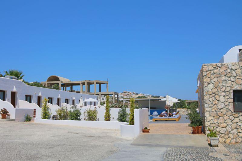 早めに確保したいサントリーニ島のホテル
