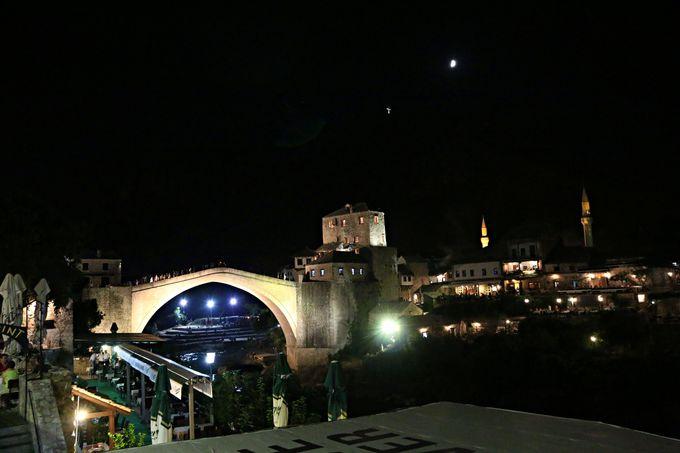 エキゾチックな雰囲気漂うモスタルの街