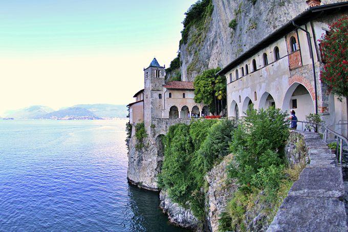 マッジョーレ湖を見渡せる、人里離れた修道院
