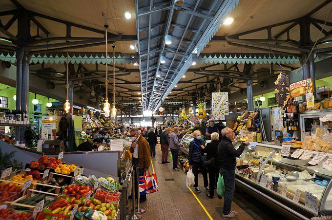 アルビネッリ市場で地元の特産品探し