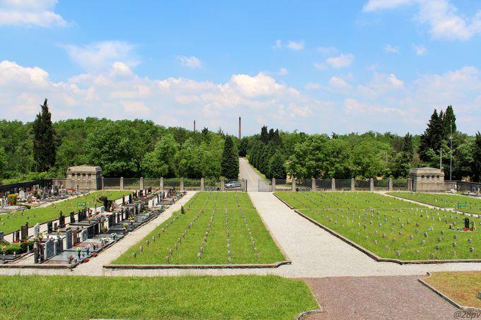 「クレスピ・ダッダ」にゆかりのある人々が眠る墓地