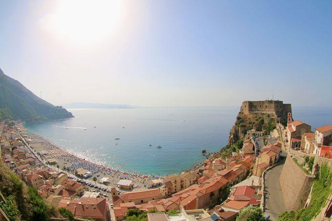 対岸のシチリア島が見える街シッラと「カステロ・ルッフォ」