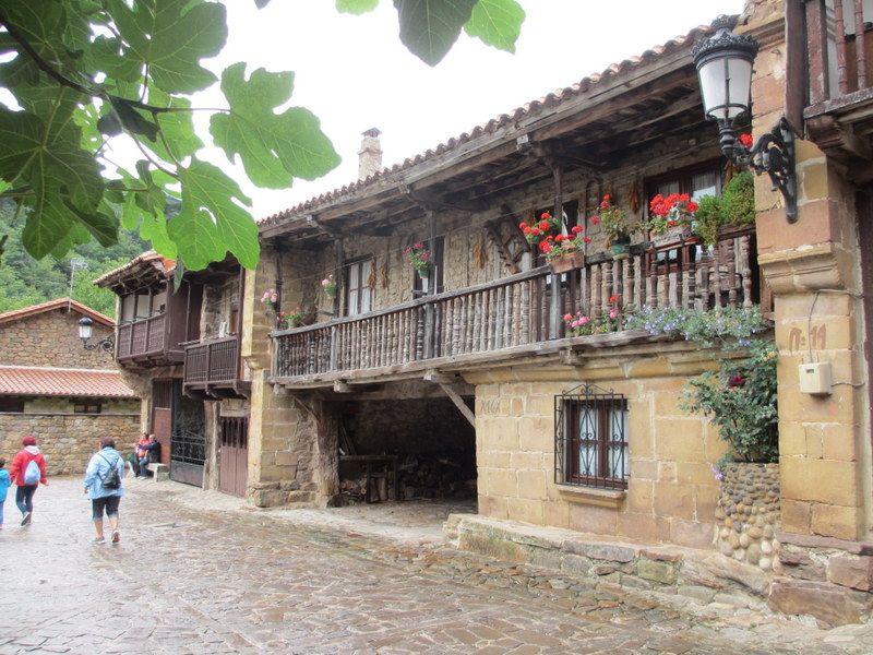 スペイン国家遺産指定の村「バルセナ・マジョール」
