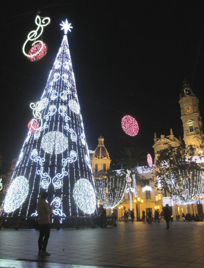バレンシア市庁舎広場の巨大クリスマスツリー