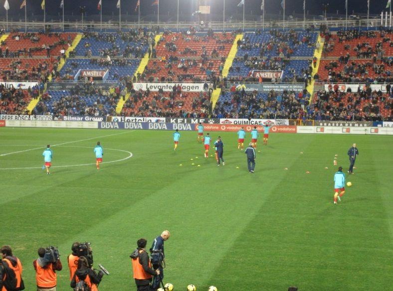 収容人数25,570人の小さめスタジアム「レバンテUD」