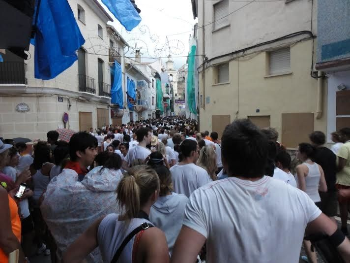 「トマト投げ祭り」の前の面白い伝統