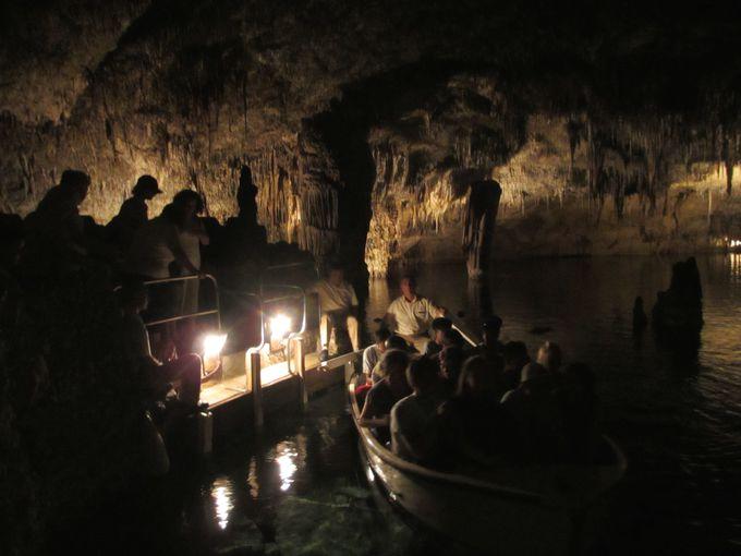 地底湖でのクラシックコンサートとボート遊覧