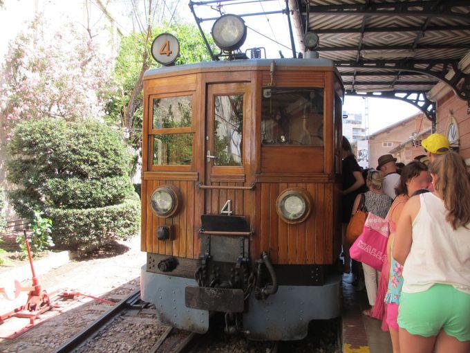 100年の歴史!レトロな木製電車に乗ろう
