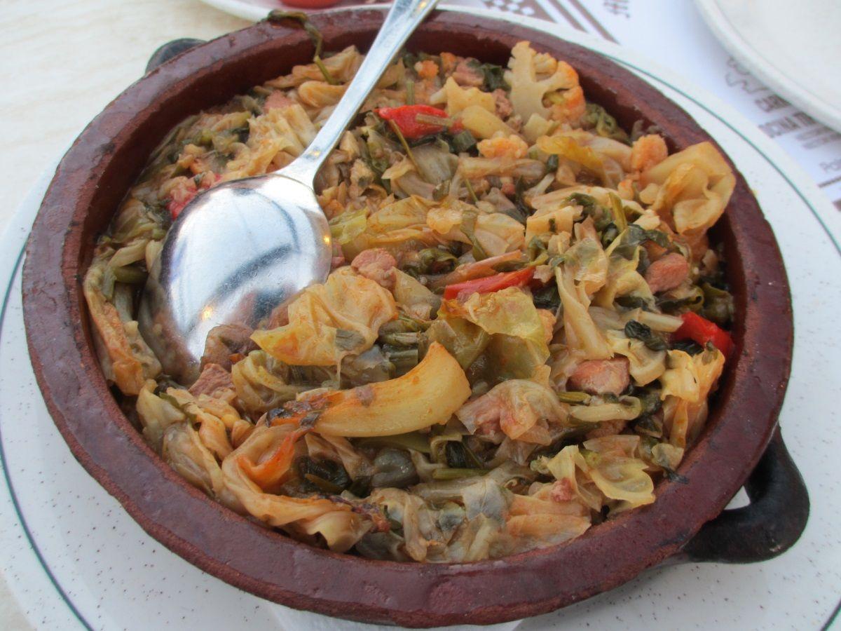 スープなのに汁気のない「ソパ・マヨジョルキナ」(Sopa Mallorquina)