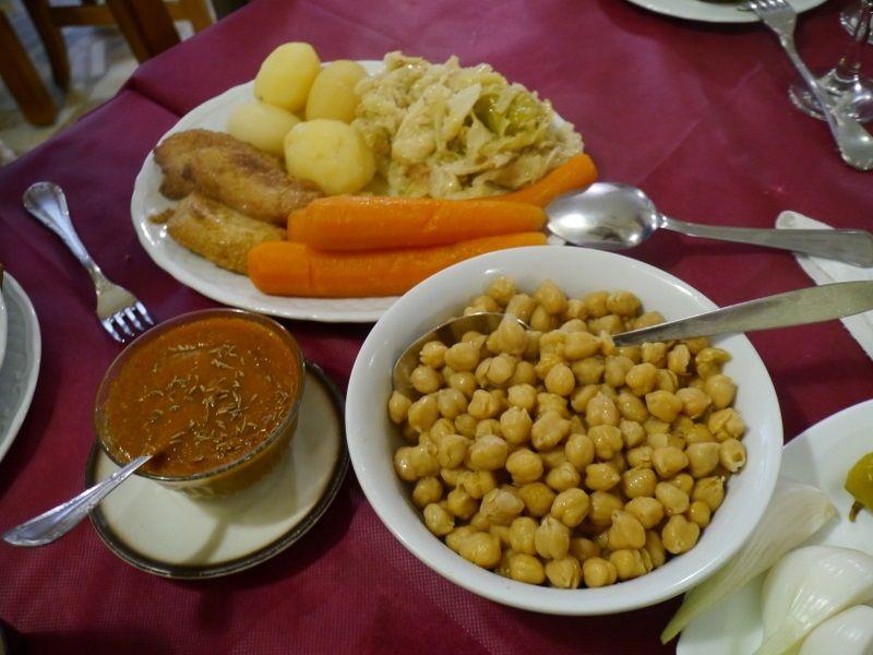 コシードの食べ方:野菜&豆、そして肉!