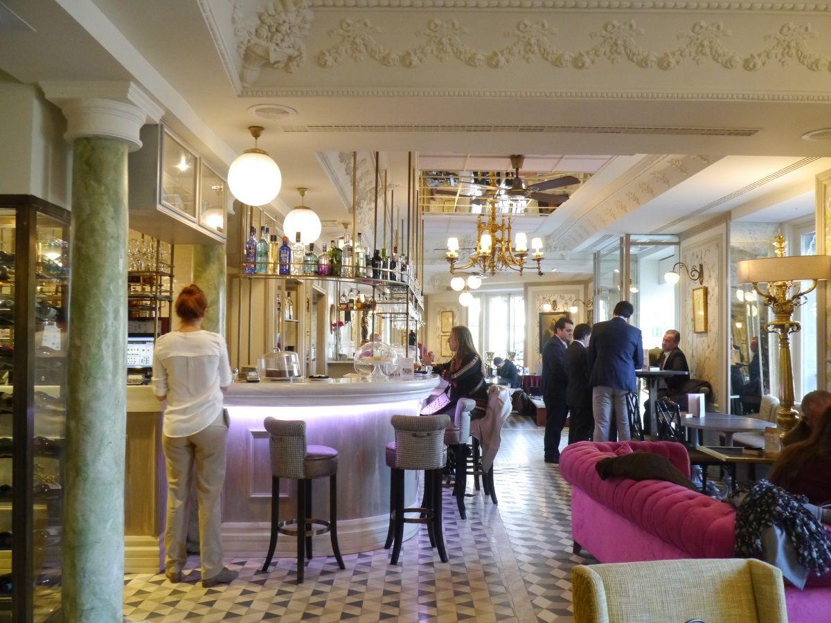 スペイン王宮を眺めながら優雅なひと時「カフェ・デル・オリエンテ」