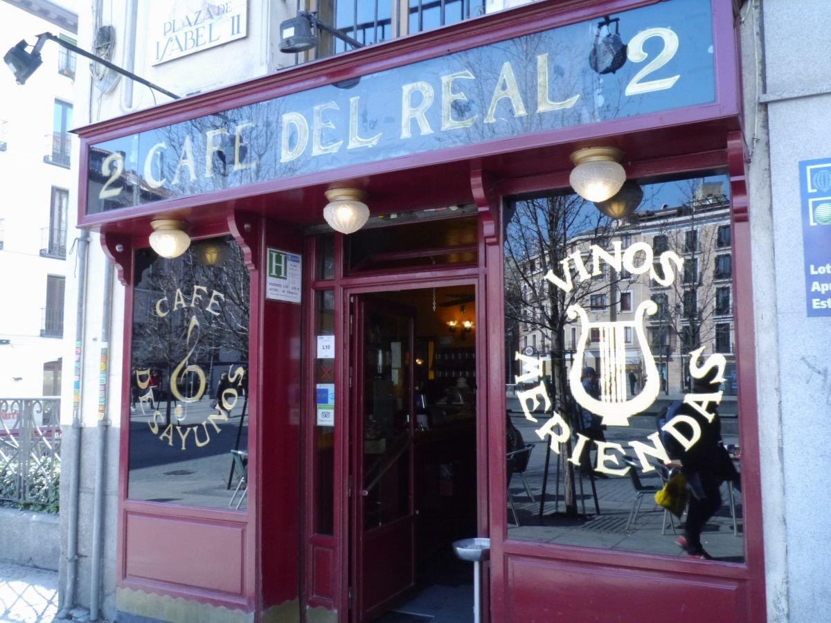 マドリードっ子に愛される老舗カフェ「カフェ・デル・レアル」