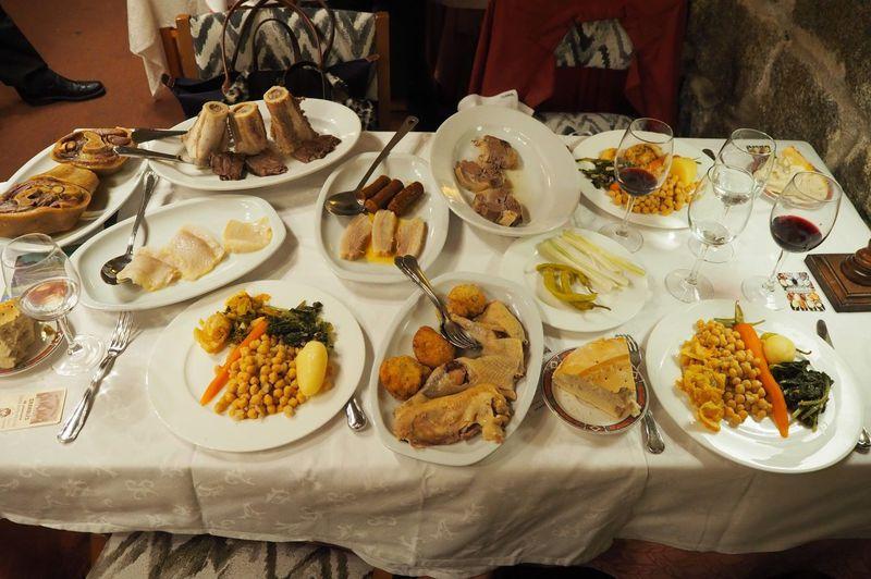 完食不可能!マドリード名物コシードを「チャロレス」で食べよう