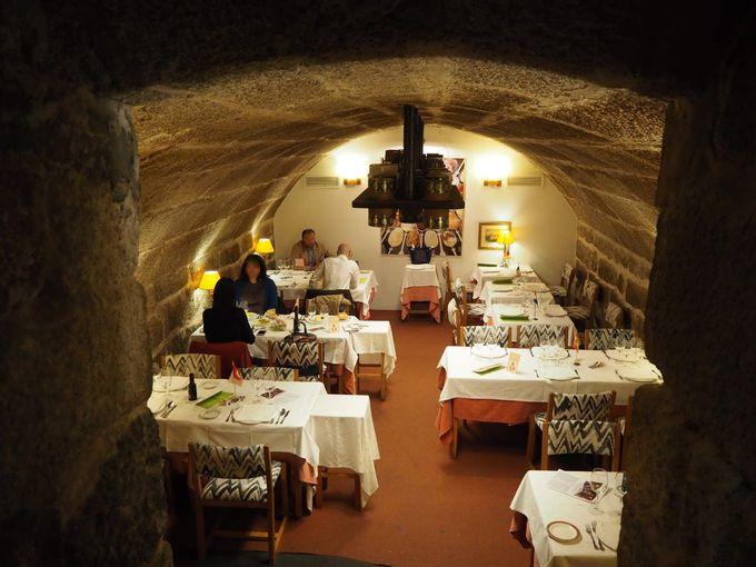 エル・エスコリアルの有名レストラン「チャロレス」