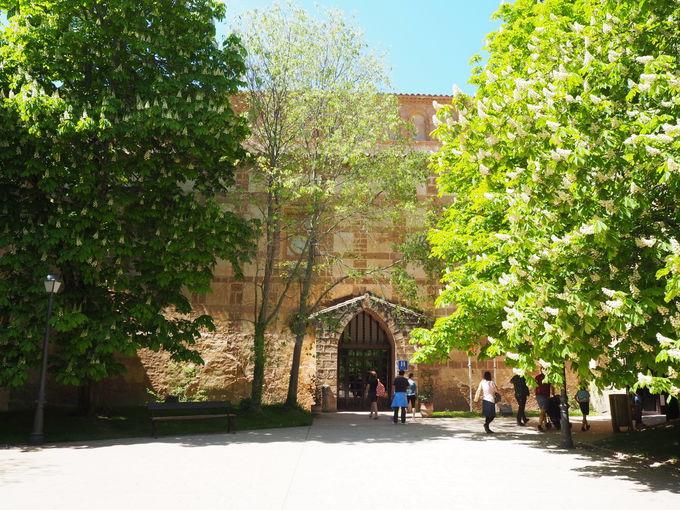 修道士たちの部屋に宿泊できる「モナステリオ・デ・ピエドラ」