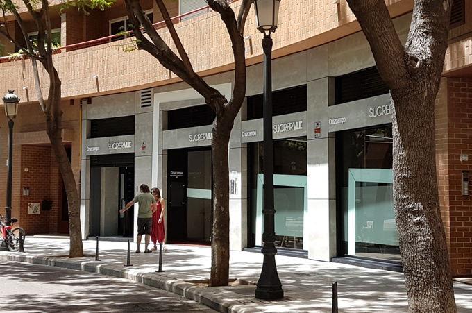 中心部から徒歩15分のレストラン「Sucrer VLC」