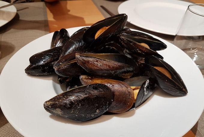 前菜は魚介やバレンシアの名物を!