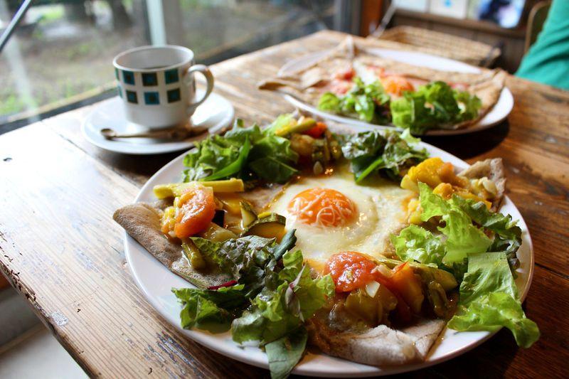 埼玉・長瀞のブックカフェ・ギャラリー「PNB-1253」で地産ガレットを楽しむ