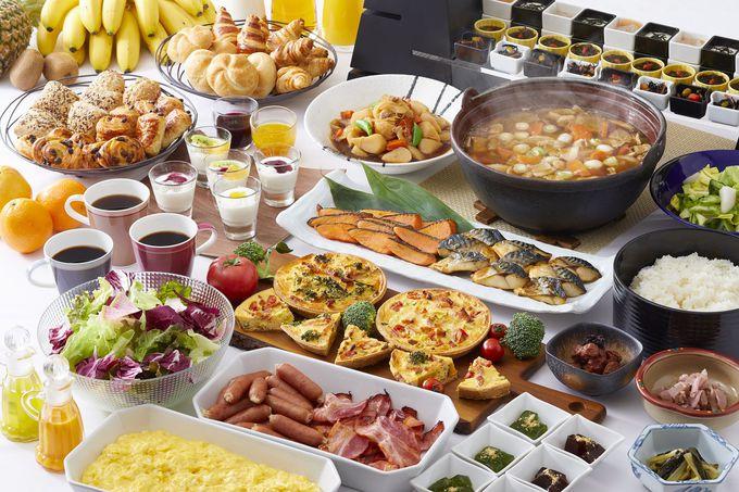 ホテルのシェフが腕を振るう「朝食ビュッフェ」は必食!