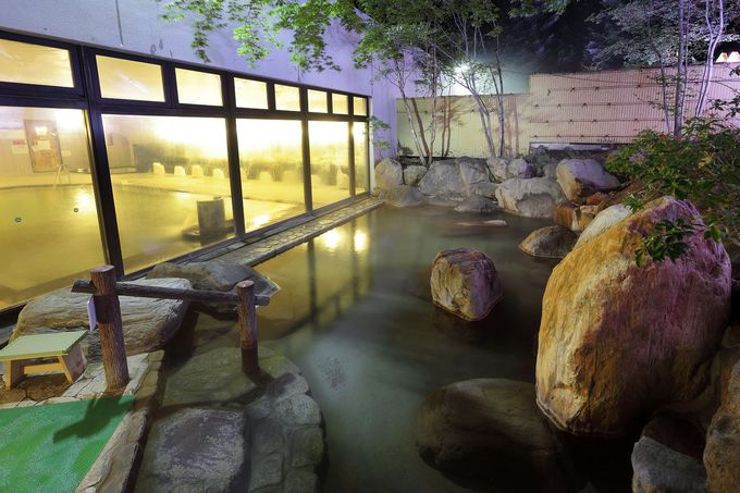 非日常感いっぱいの幻想的な露天風呂