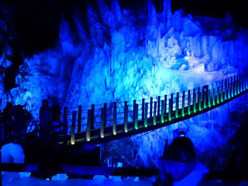 冬の秩父観光「三大氷柱・いちご狩り」で温泉をお得に!