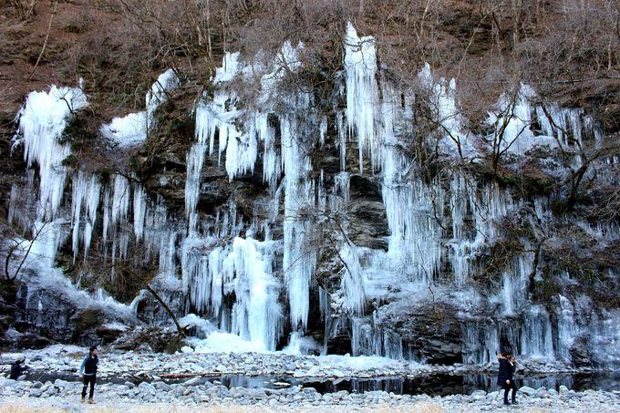 自然が織りなす氷の絶景「三十槌の氷柱」