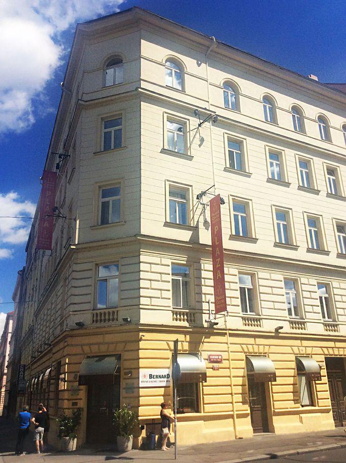 クリーム色の建物のプラハ・センター・プラザホテル