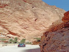 切り立つ断崖が圧巻!モロッコ・アトラス山脈の「トドラ渓谷」