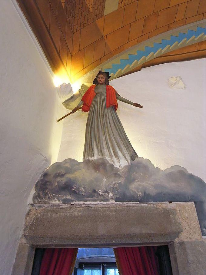 お城の主はダリの愛妻「ガラ」