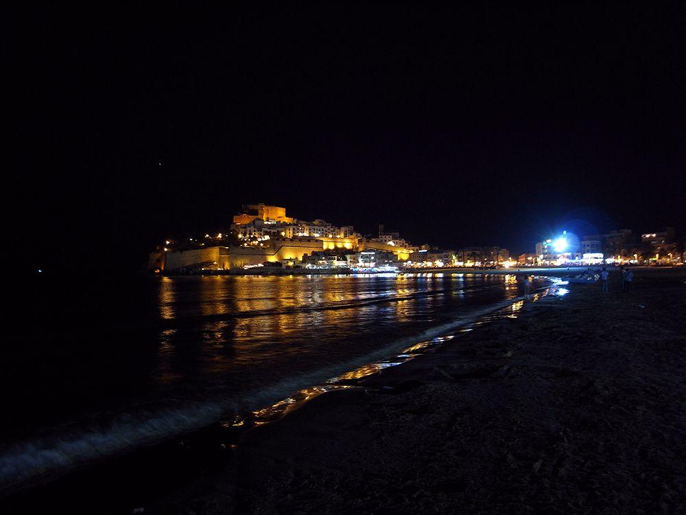 夜景もまた格別!海に浮かび上がる半島