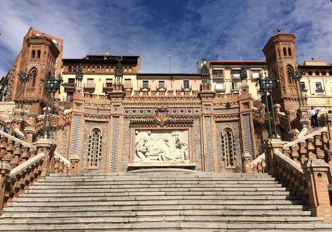 ネオ·ムデハル様式の大階段「エスカリナータ」