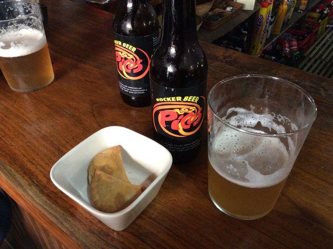 地ビールで乾杯するバルでの一休み!