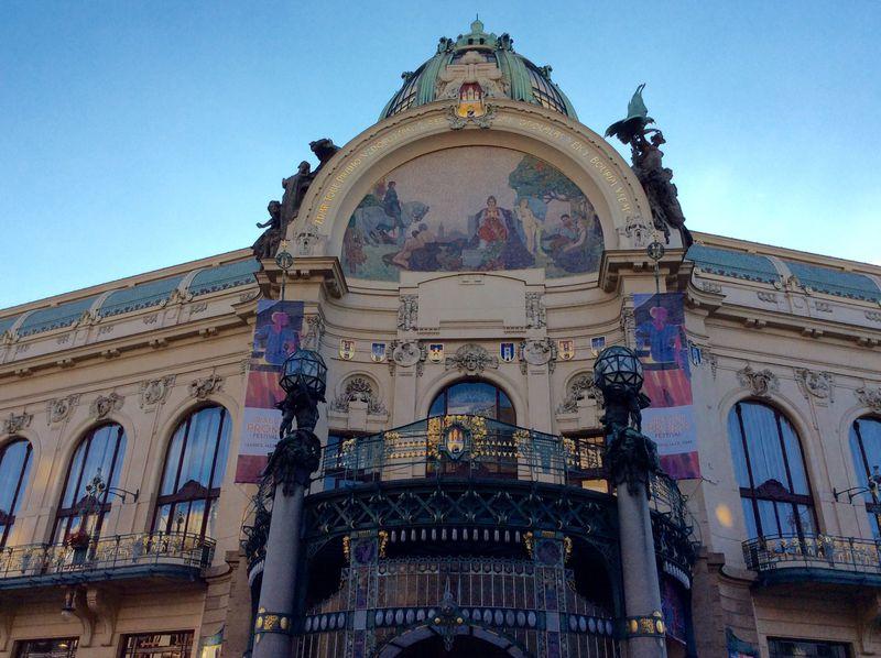 アール・ヌーヴォーの美を纏う「プラハ市民会館」は建物全てが芸術作品
