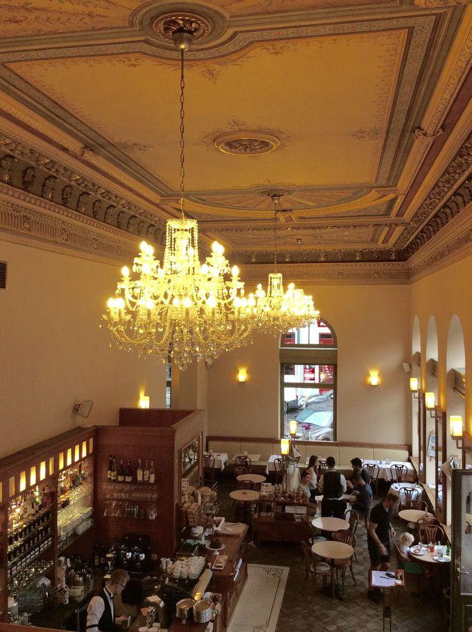 1893年創業「カフェ・サヴォイ 」
