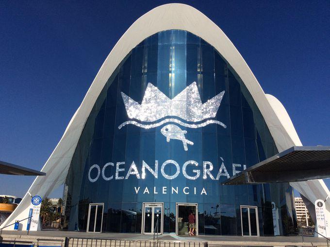 キラキラ輝くオセアノグラフィコの建物
