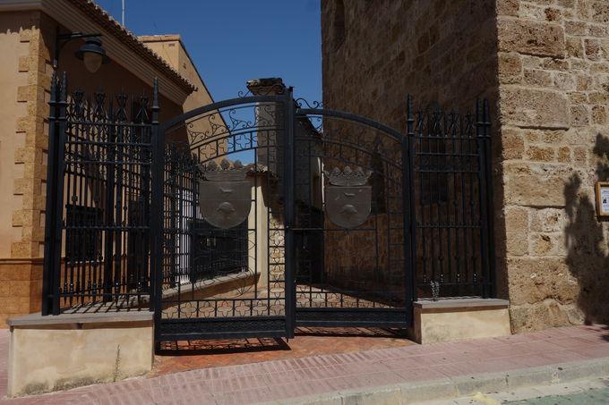 静かなアンナの街に佇む宮殿