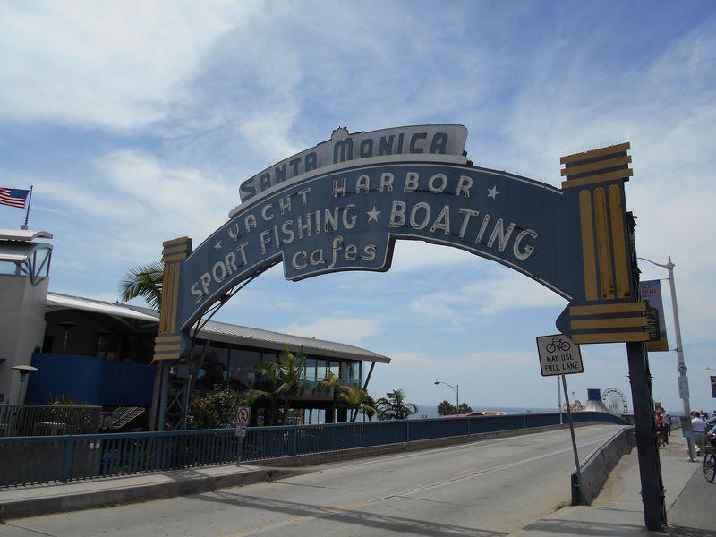 海に突き出たエンタメスポット「サンタモニカ・ピア」