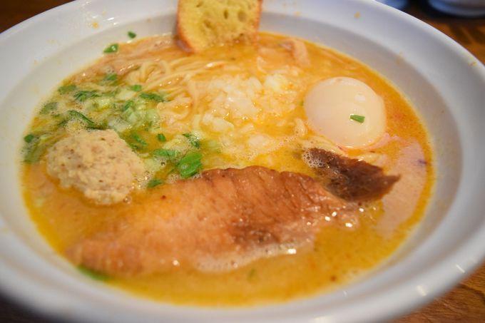 トロッと白湯鶏そばや濃厚魚介豚骨に舌鼓「はりけんラーメン」