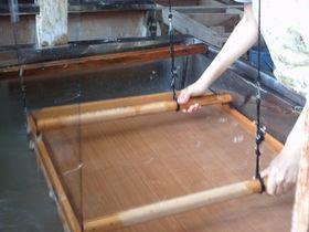 埼玉県小川町・歴史ある建物で、「伝統和紙」づくりを体験する