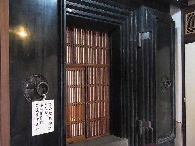 明治37年建築、絹織物を扱った『店蔵絹甚』の強固な店づくり