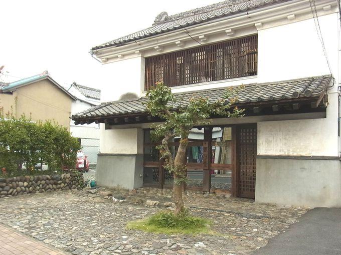 江戸時代の市場の面影が残る、広い前庭のある大野邸