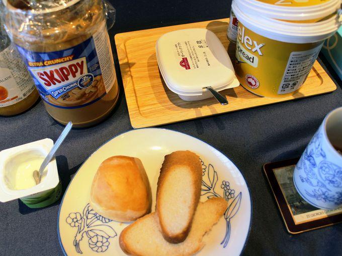 朝食のパンにつけるバターやジャムが豊富!