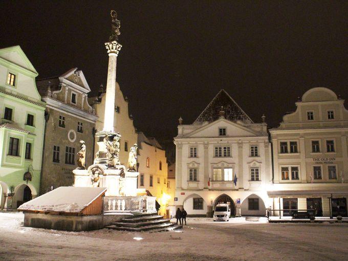 旧市街の中心となるスヴォルノスティ広場