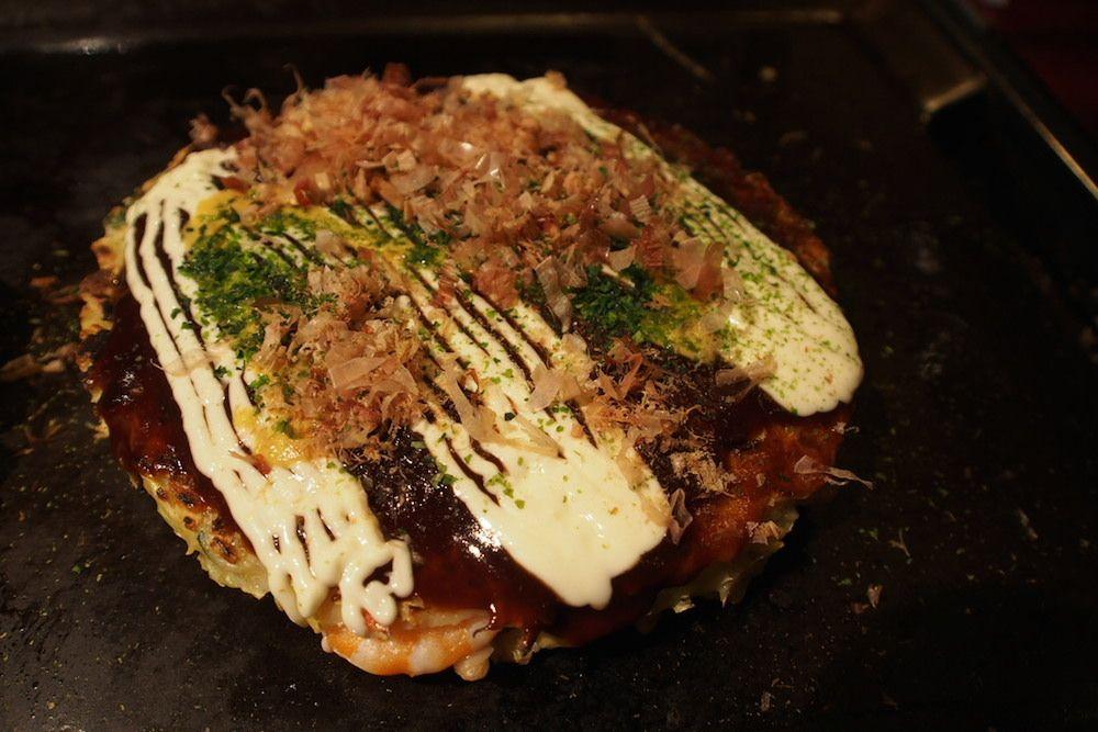 ランチには大阪を代表するお好み焼き屋「ゆかり」