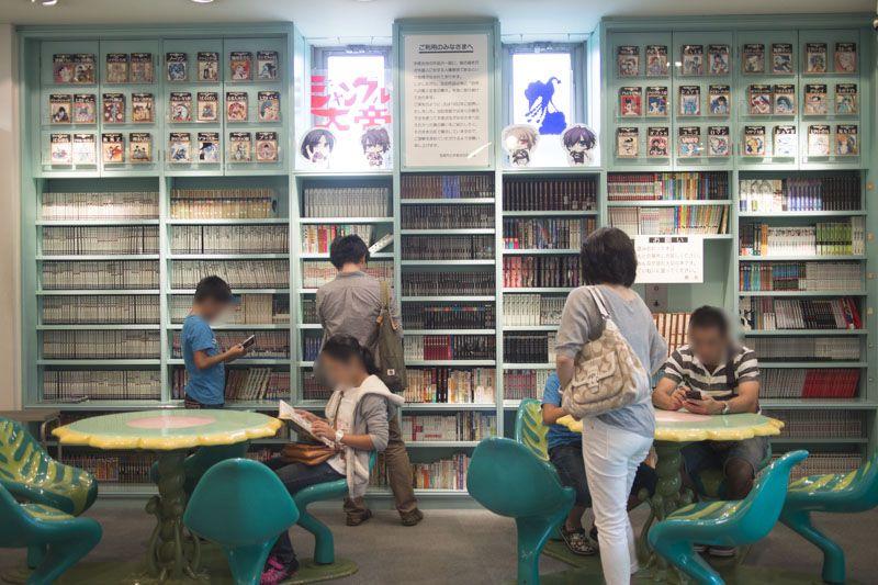 2,000冊の手塚漫画が読めるライブラリー