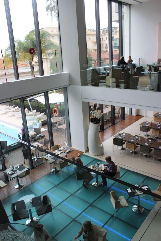 地中海料理が楽しめるノボテル・カフェ。