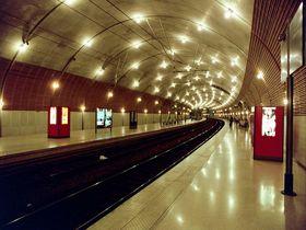 トンネルを抜けて辿り着く美しい異空間「モナコ・モンテカルロ駅」